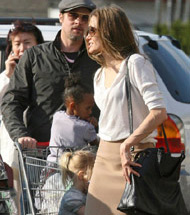 Brad, Angelina Split Up In Grocery Store
